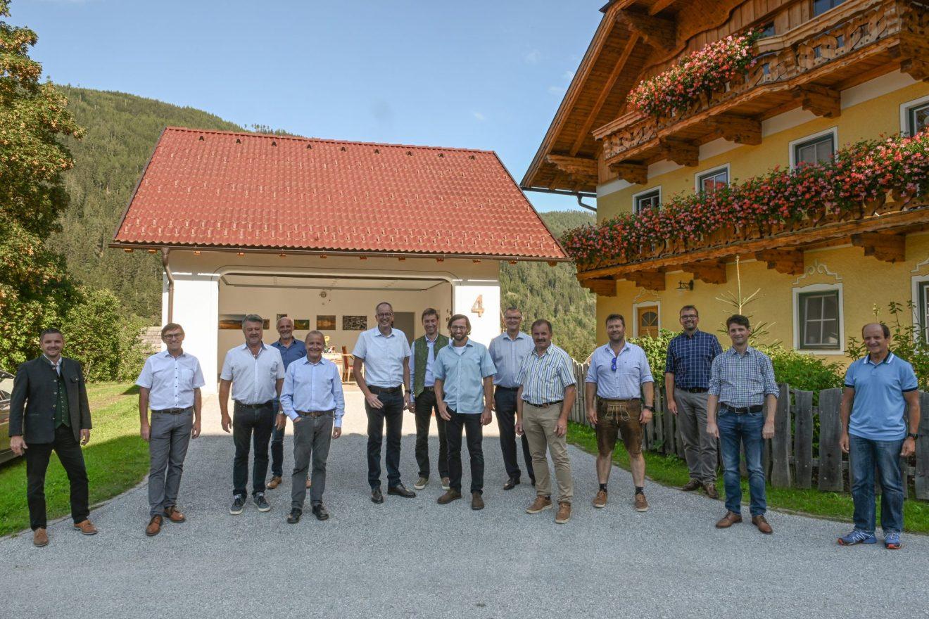 Lungauer Bürgermeister zu Besuch bei Thomataler Künstlern