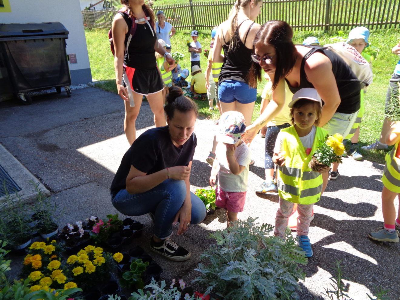 Gemeinsames Naturerlebnis - Kindergartenkinder entdecken Biosphäre