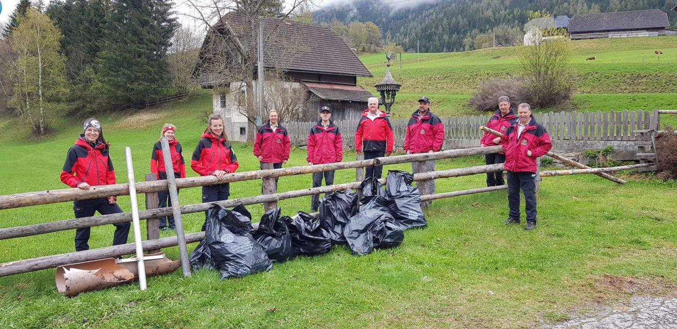Die Berg- und Naturwacht Zederhaus säubert das Gemeindegebiet