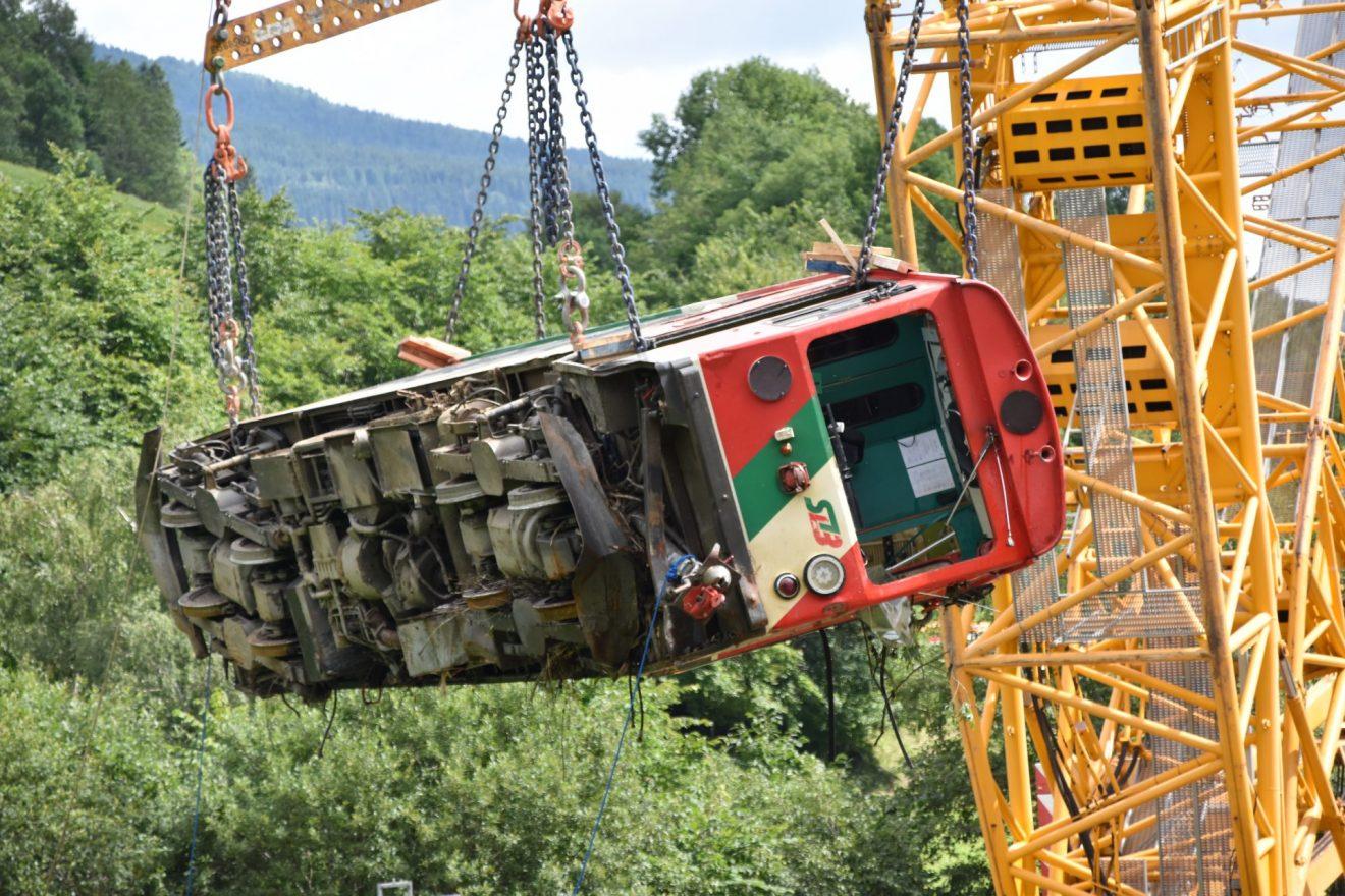 Verunglückter Triebwagen der wichtigen Verkehrsader Murtalbahn erfolgreich geborgen